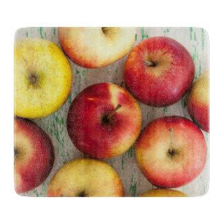 木の背景のりんご カッティングボード