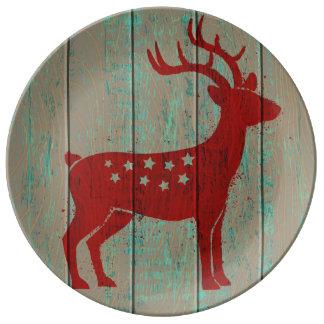 木の背景のクリスマスのシカ 磁器プレート