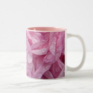 木の花びらのピンクのマグ ツートーンマグカップ