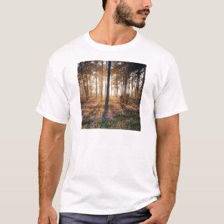木の野生の森林床 Tシャツ