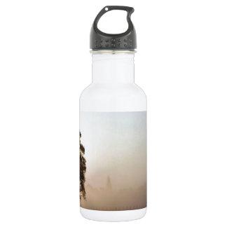 木の離着陸場の影 ウォーターボトル