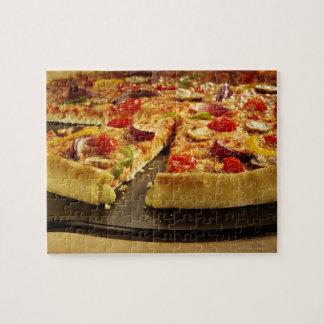 木の黒い鍋でスライスされる野菜ピザ ジグソーパズル