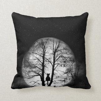 木の黒猫 クッション