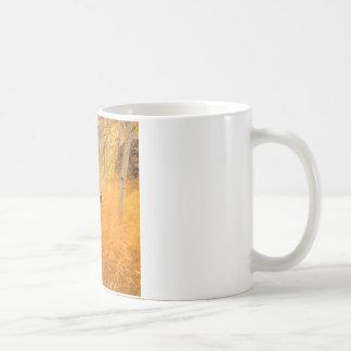 木の《植物》アスペンおよび風に吹かれた草アイダホ コーヒーマグカップ