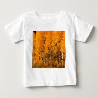 木の《植物》アスペンの秋モンタナ ベビーTシャツ