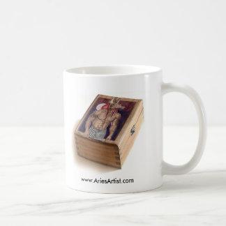 木のAnubis: www.AriesArtist.com コーヒーマグカップ