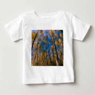 木のautumn 《植物》アスペンによって隠される湖アラスカ ベビーTシャツ