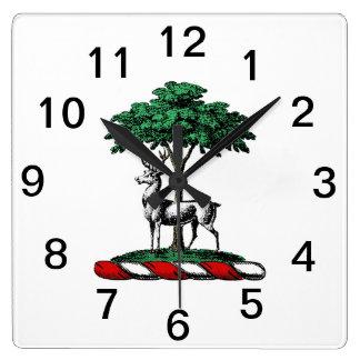 木のHeraldic頂上の紋章によるシカの雄鹿 スクエア壁時計