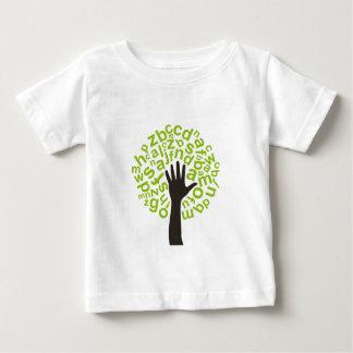 木アルファベット ベビーTシャツ