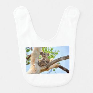 木クイーンズランドオーストラリアのコアラ ベビービブ