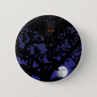 木ボタンの目が赤いこうもり 5.7CM 丸型バッジ