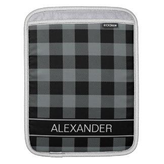 木炭黒いバッファローの点検の格子縞の名前のモノグラム iPadスリーブ