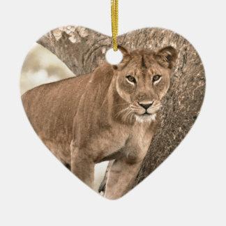 木登山のライオン、ウガンダアフリカ セラミックオーナメント