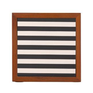 木箱はとの縞で飾ります