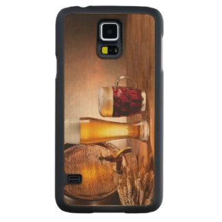 木表2のビールガラスが付いているビヤ樽 CarvedメープルGalaxy S5スリムケース