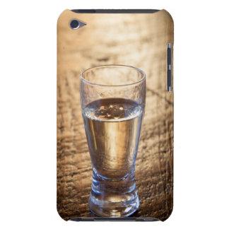 木製のテーブルのテキーラのワンショット Case-Mate iPod TOUCH ケース