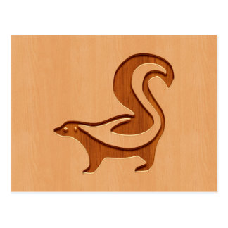 木製のデザインで刻まれるスカンクのシルエット ポストカード