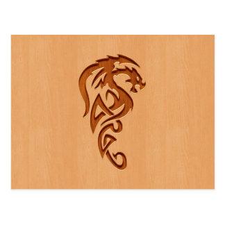 木製の効果で刻まれるドラゴン ポストカード