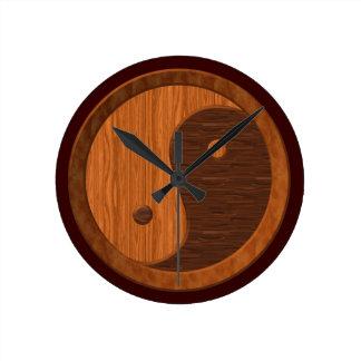 木製の穀物の陰陽のノベルティの柱時計 ラウンド壁時計