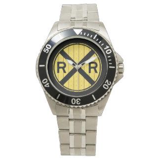 木製の踏切の印の腕時計 腕時計