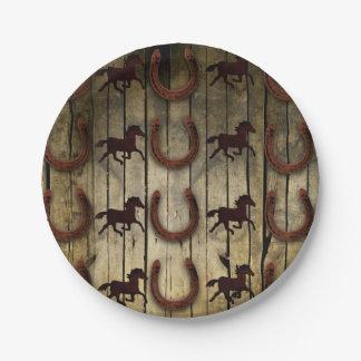 木製のbackroundのギフトの馬そして蹄鉄 ペーパープレート