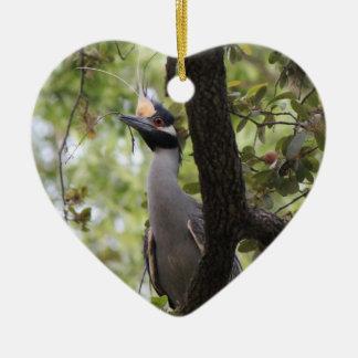 木、鳥監視人のオーナメントの羽毛をつけられた鷲 セラミックオーナメント