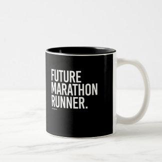 未来のマラソン選手-   フィットネスを走ります- .png ツートーンマグカップ