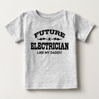未来の電気技師は私のお父さんを好みます ベビーTシャツ