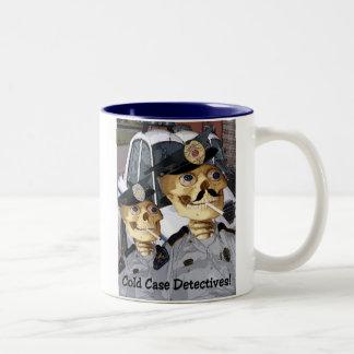 未解決の事件の探偵 ツートーンマグカップ
