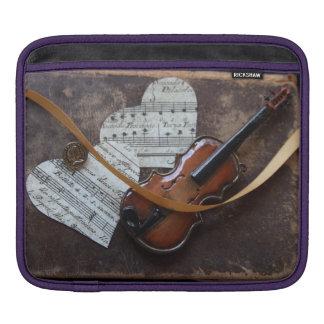 本およびハートが付いているバイオリン iPadスリーブ