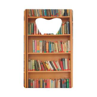 本だなは図書館の本の虫の読書を予約します クレジットカード栓抜き