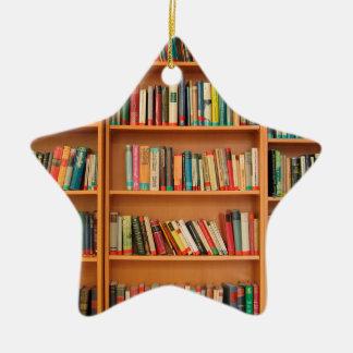 本だなは図書館の本の虫の読書を予約します セラミックオーナメント