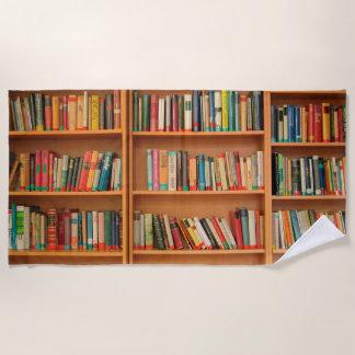 本だなは図書館の本の虫の読書を予約します ビーチタオル