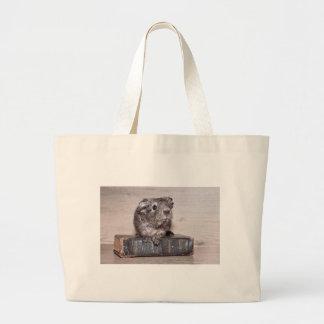 本の灰色のモルモット ラージトートバッグ