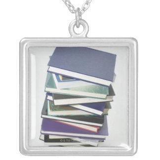 本の積み重ね シルバープレートネックレス