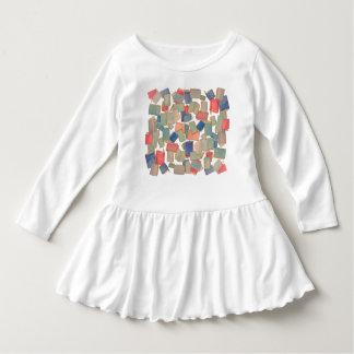 本は幼児の服に沢山与えます ドレス
