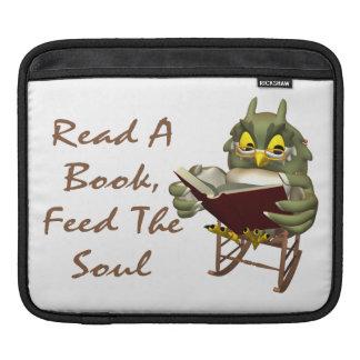 本は精神に賢いフクロウを食べ物を与えます iPadスリーブ