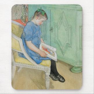 本を読んでいるアナジョハナ マウスパッド
