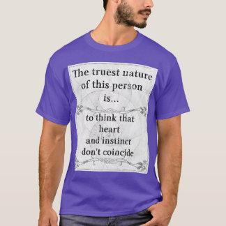 本質: ハート、本能は、一致しません Tシャツ