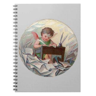 机のヴィンテージの天使の子供の執筆 ノートブック