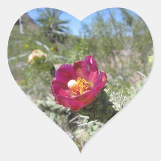 杖のChollaの砂漠の花 ハートシール