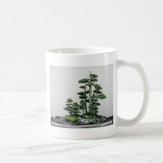 杜松の盆栽の森林 コーヒーマグカップ