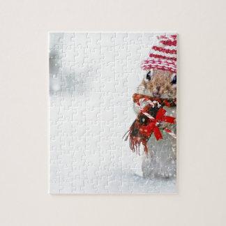 束ねられる冬のシマリスのニットの帽子の赤いスカーフ ジグソーパズル