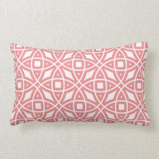 東の幾何学的なパターン珊瑚のピンク ランバークッション
