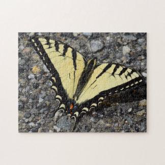 東の黄色いアゲハチョウの蝶パズル ジグソーパズル