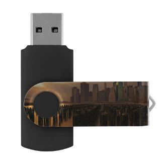 東上の嵐の空の間の夕焼け USBフラッシュドライブ
