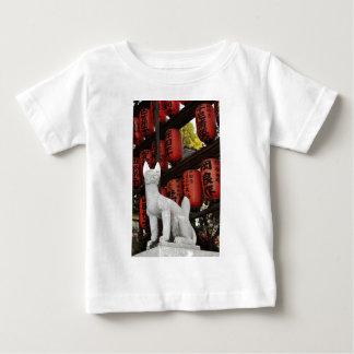 東京、日本の猫の彫像 ベビーTシャツ