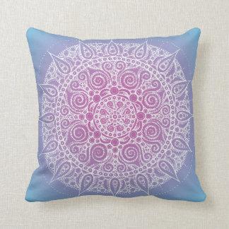 東洋のヨガのデザインの枕青か紫色 クッション
