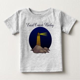 東海岸のベビーのかわいい灯台航海のなビーチ ベビーTシャツ