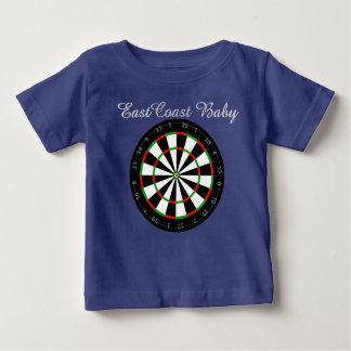 東海岸のベビーの投げ矢板 ベビーTシャツ